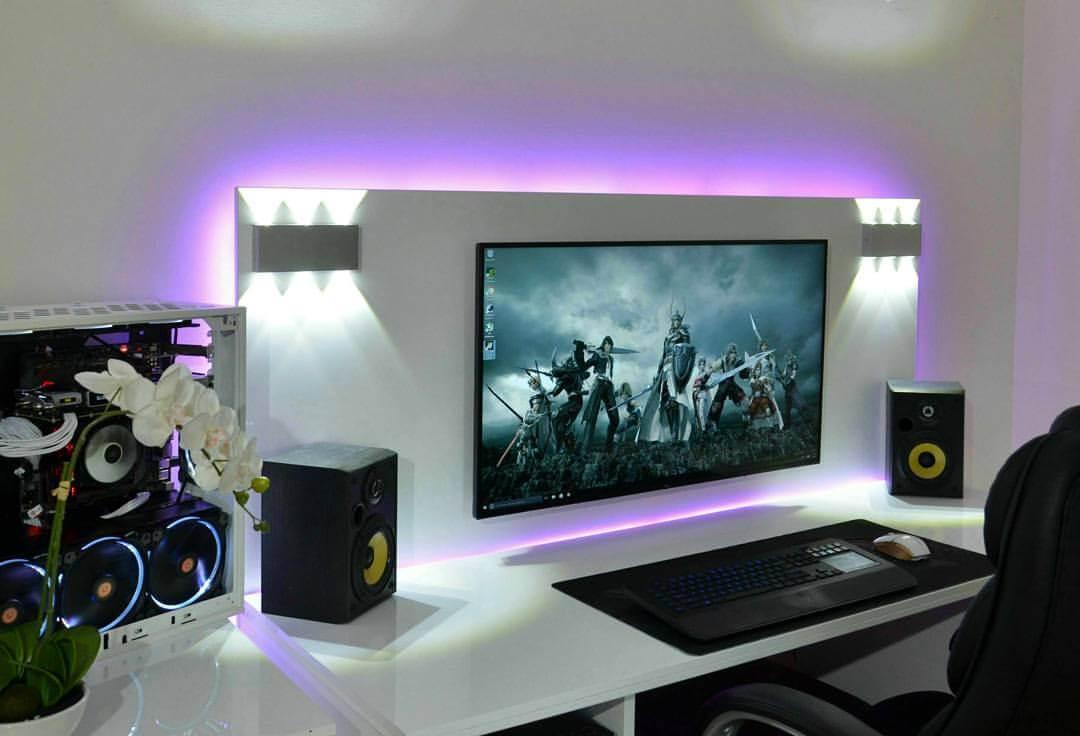 Desktop setup bernuansa monokrom